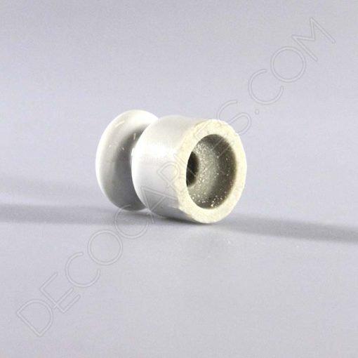 Aislador de porcelana blanco para cable trenzado