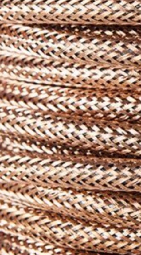 Cable eléctrico redondo metálico de color cobre