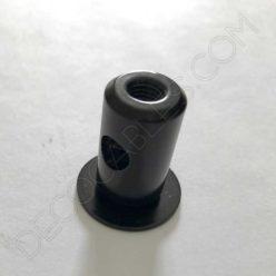 Aislante metálico para sujeción de cables de color negro