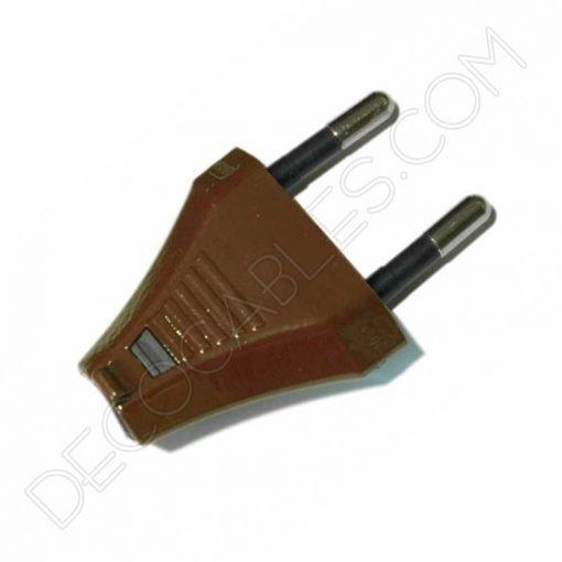 clavija en color marrón