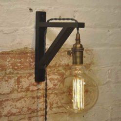 Escuadra de madera para lámparas color negro