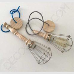 Lámpara colgante de madera con jaula metálica