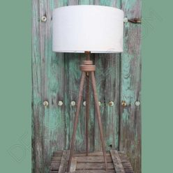 Lámpara de pie de madera modelo Arene