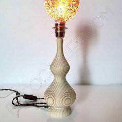 Lámpara de sobremesa en madera modelo pináculo