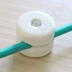 aislador de porcelana blanco para cable redondo textil o de silicona
